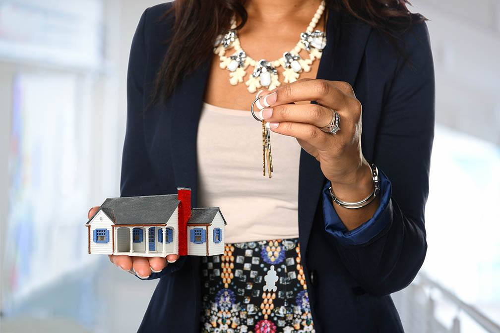 Four Ways a Real Estate Agent Can Help Ensure Your Home Sells for More Than Your Asking Price