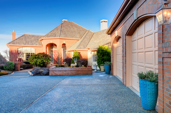 Summer's Coming! Boost Your Home's Curb Appeal and Get a Quick Sale with These 3 Tips